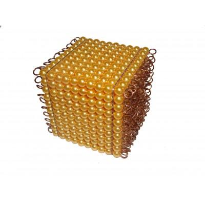 Cubul cu 1000 de margele aurii